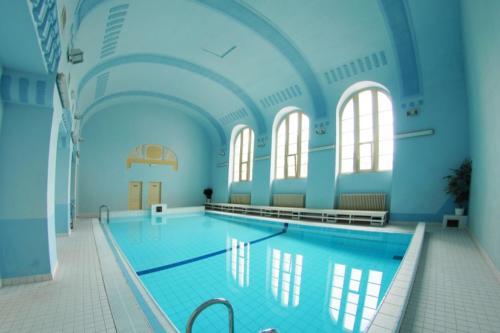 Bazén lázní v Novém Městě pod Smrkem